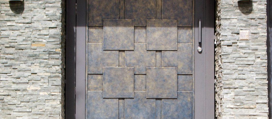geometric-shape-gate-water